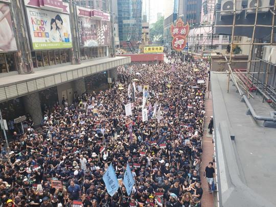 Hồng Kông: Biểu tình tiếp diễn đòi trưởng đặc khu từ chức - Ảnh 1.