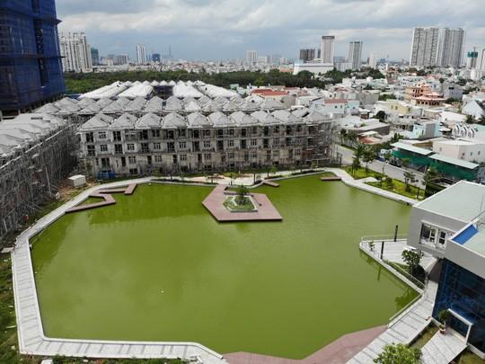 Vụ xây liều 110 biệt thự Ở khu Nam Sài Gòn: Nhiều tranh cãi pháp lý - Ảnh 1.