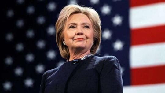 Bà Clinton chưa thể hạ cánh an toàn - Ảnh 1.