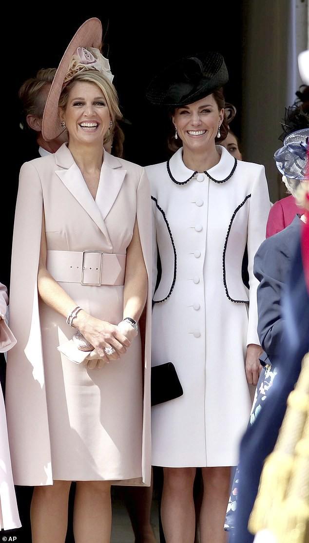 Cuộc đọ sắc có 1-0-2: Ba biểu tượng sắc đẹp của hoàng gia thế giới xuất hiện cùng nhau, Công nương Kate kém sắc nhất, chịu lép vế trước U50 - Ảnh 6.