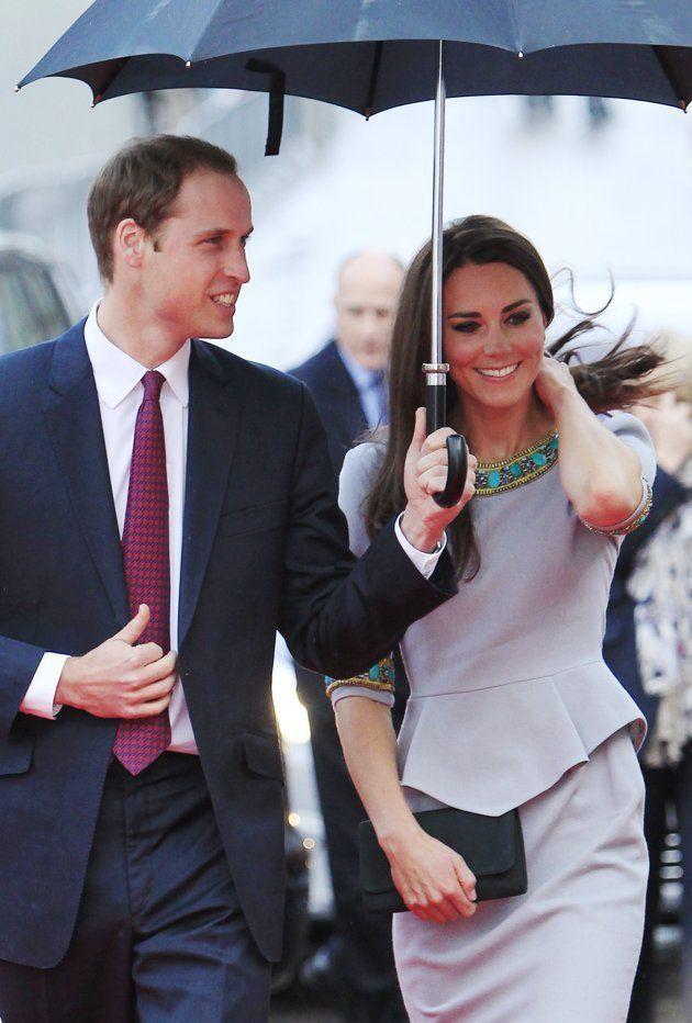 Sau vụ lùm xùm ngoại tình, Hoàng tử William hành động lãng mạn với Công nương Kate, so với nhà Meghan Markle vẫn khác nhau một trời một vực - Ảnh 6.