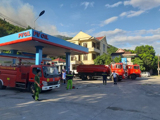 Clip: Núi Hồng Lĩnh thành biển lửa, di dời dân khẩn cấp  - Ảnh 3.