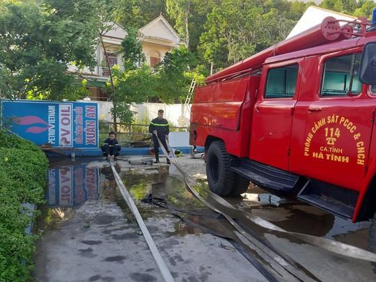 Clip: Núi Hồng Lĩnh thành biển lửa, di dời dân khẩn cấp  - Ảnh 8.