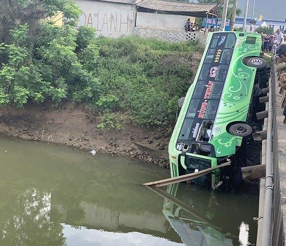 Xe khách lao xuống sông ở Thanh Hóa, nhiều thương vong - Ảnh 5.