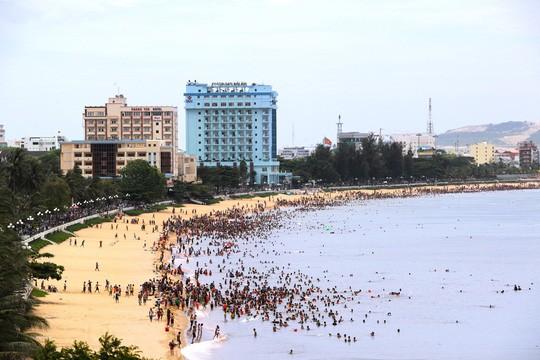 Bình Định sẽ chi hàng trăm tỉ đồng để di dời khách sạn bên bờ biển  - Ảnh 2.