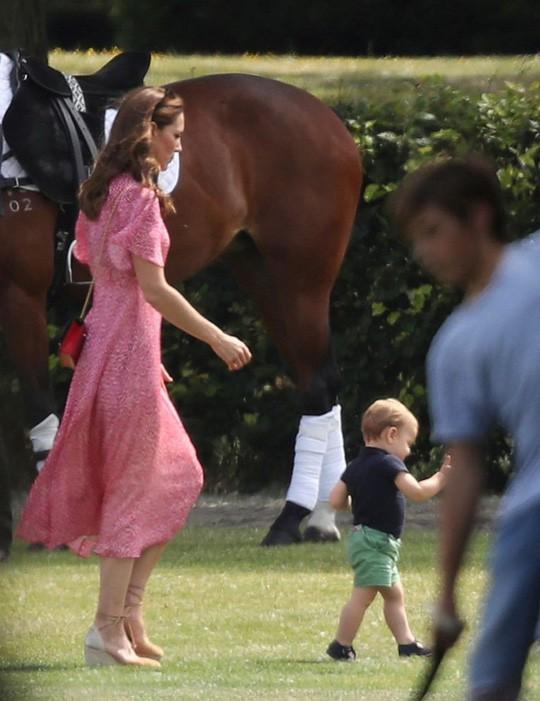 Hình ảnh đi chơi chung hiếm hoi của hai gia đình Hoàng tử Anh  - Ảnh 5.