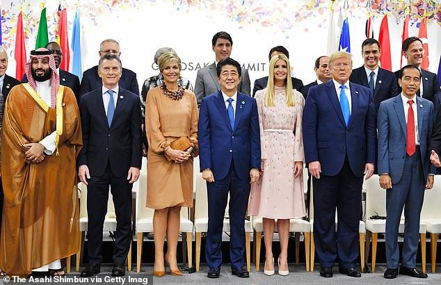 Khoảnh khắc Ivanka Trump khiến các nhà lãnh đạo thế giới ngước nhìn không rời mắt gây sốt mạng xã hội - Ảnh 1.