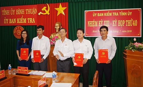 Trao quyết định của Ban Bí thư Trung ương Đảng về công tác cán bộ - Ảnh 2.