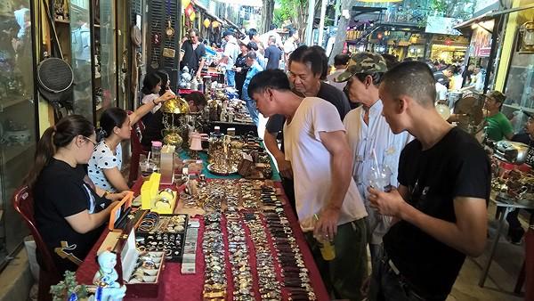 Dạo chợ đồ cổ độc nhất Sài Gòn mỗi tuần chỉ họp một phiên - Ảnh 1.