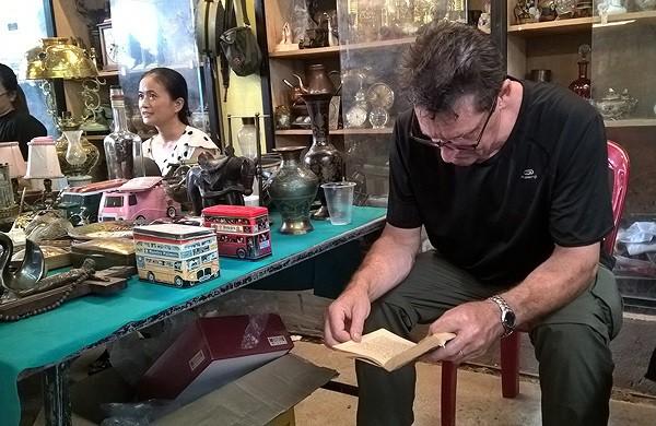 Dạo chợ đồ cổ độc nhất Sài Gòn mỗi tuần chỉ họp một phiên - Ảnh 3.