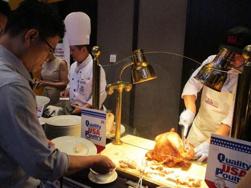 Doanh nghiệp thực phẩm Mỹ giới thiệu sản phẩm với các nhà nhập khẩu Việt Nam