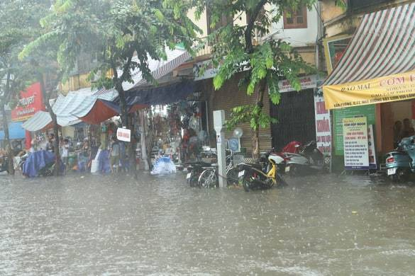 Hà Nội vừa mưa to, nhiều tuyến đường ngập sâu - Ảnh 5.