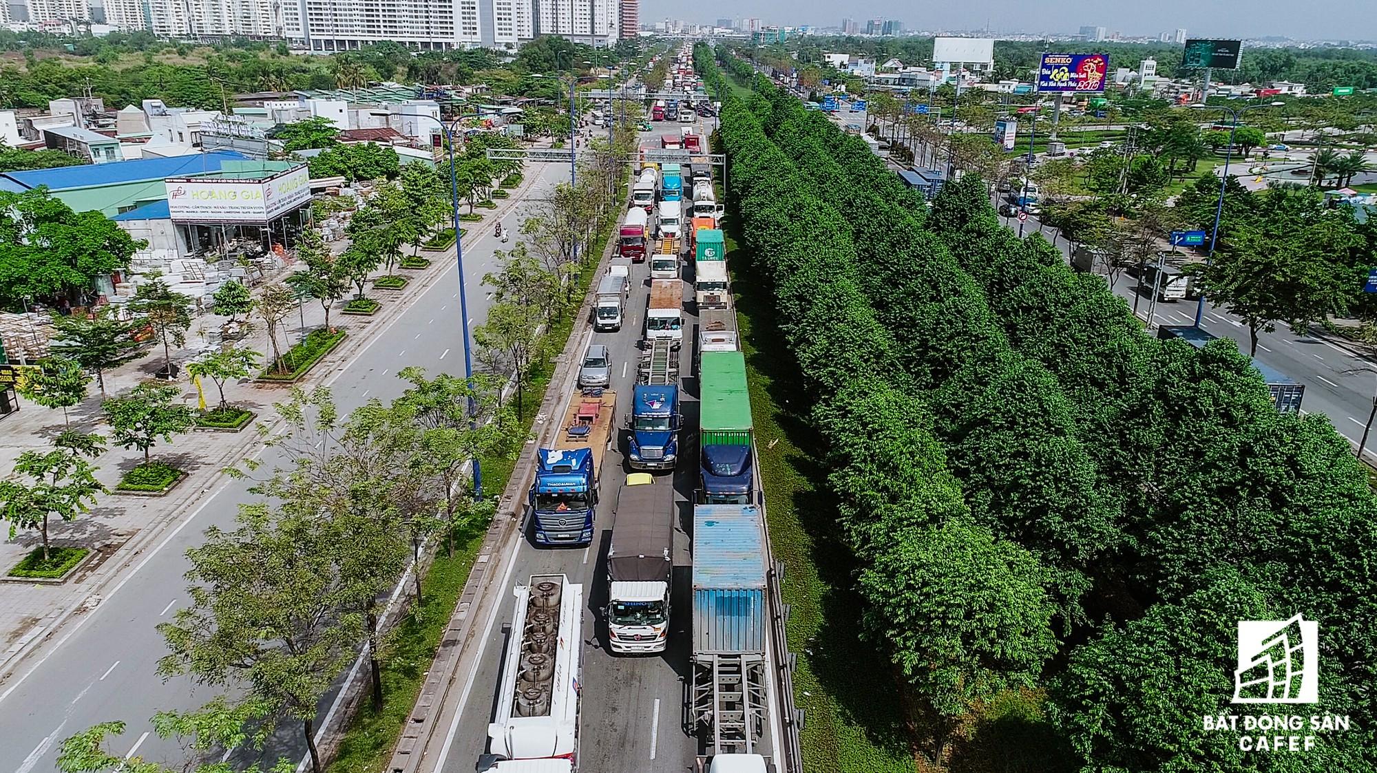 Những cửa ngõ ra vào trung tâm Sài Gòn đang bị 'bóp nghẹt' như thế nào? - Ảnh 13.