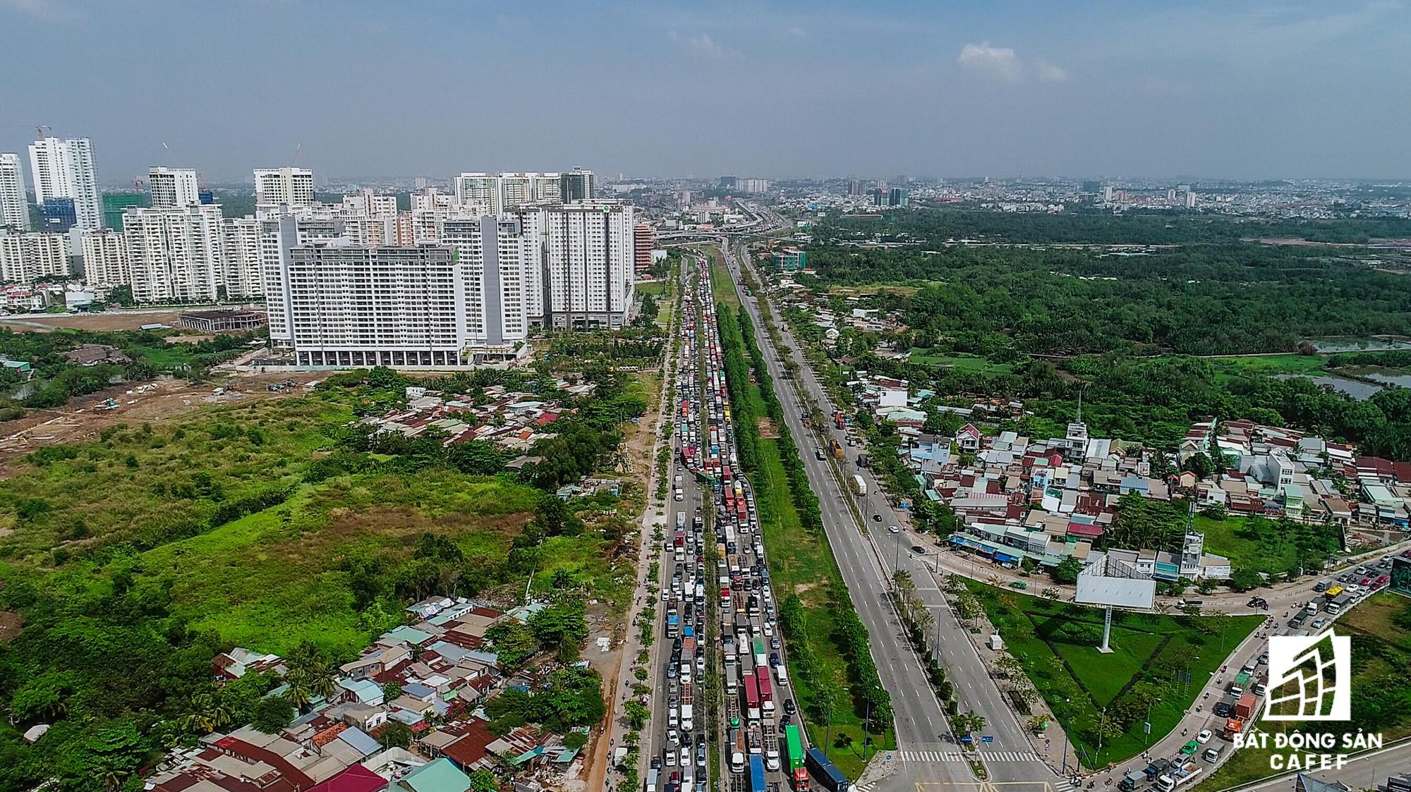 Những cửa ngõ ra vào trung tâm Sài Gòn đang bị 'bóp nghẹt' như thế nào? - Ảnh 14.