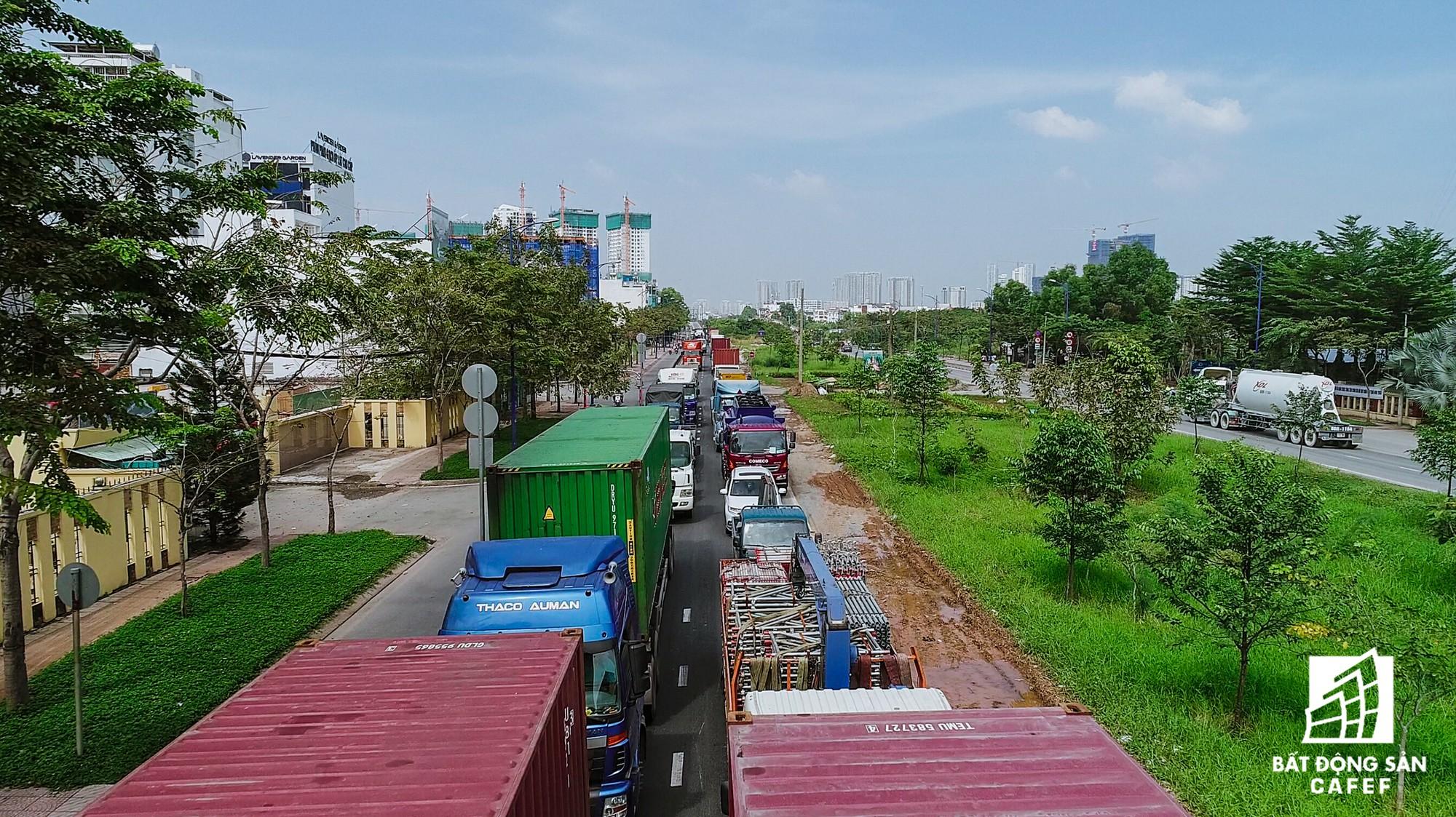 Những cửa ngõ ra vào trung tâm Sài Gòn đang bị 'bóp nghẹt' như thế nào? - Ảnh 15.