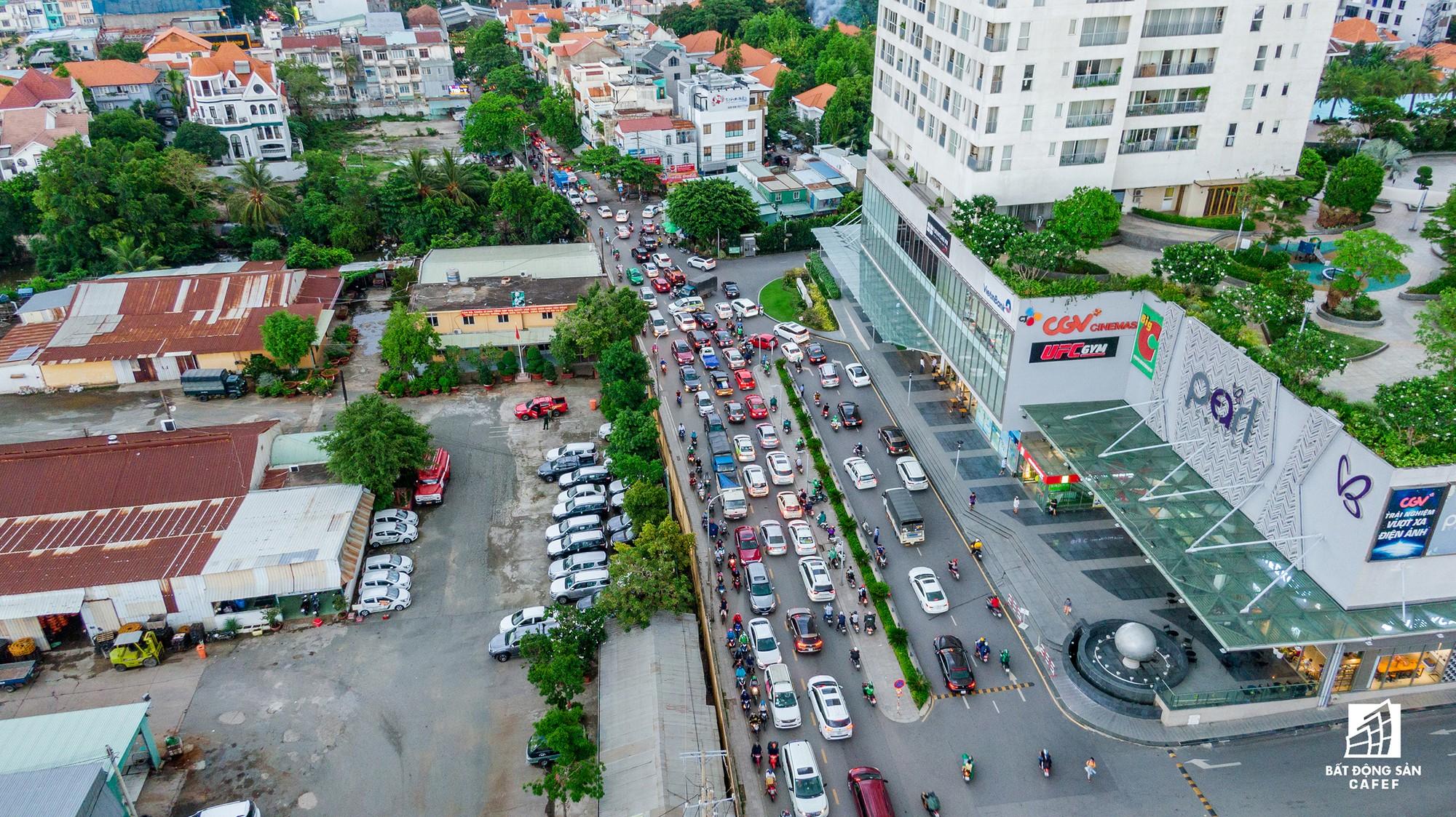 Những cửa ngõ ra vào trung tâm Sài Gòn đang bị 'bóp nghẹt' như thế nào? - Ảnh 16.
