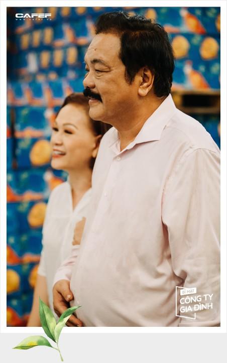 """Cuộc đối thoại hiếm hoi sau 40 năm gắn kết của """"chồng đa tình, vợ biết ghen"""" nhà Dr Thanh: """"Chung thủy không phải trước sau như một"""" - Ảnh 10."""