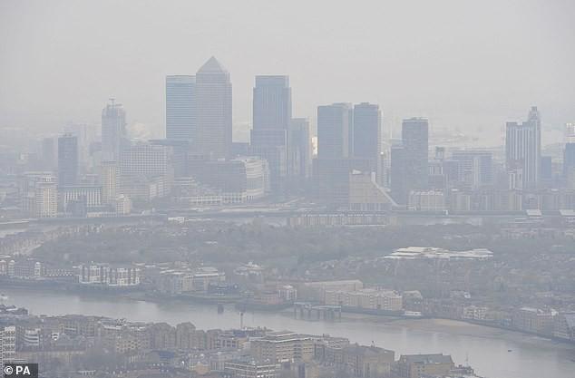 Nghiên cứu tại Anh cho thấy: Ô nhiễm không khí cũng là nguyên nhân tăng nguy cơ mắc bệnh ung thư vú - Ảnh 2.