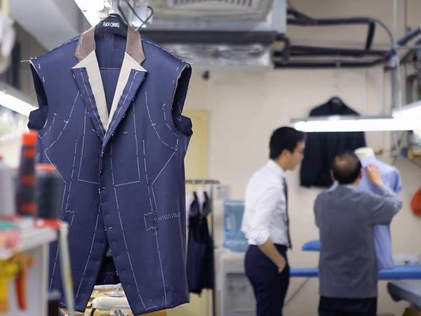 Gia đình 3 thế hệ miệt mài giữ lửa cho những bộ bespoke suit danh tiếng nhất Hồng Kông: Từng được các Tổng thống Mỹ mặc, nhưng suýt bị ngó lơ ở quê nhà - Ảnh 1.