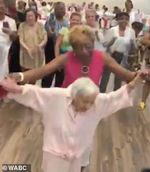Được hỏi bí kíp sống lâu, cụ bà 107 tuổi bật mí: Không bánh, không nước soda và không đàn ông! - Ảnh 2.
