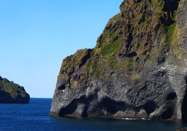 Cả thế giới đang sửng sốt vì tảng đá hình voi khổng lồ ở Iceland quá giống thật, khi chụp flycam từ trên xuống còn sốc hơn! - Ảnh 1.