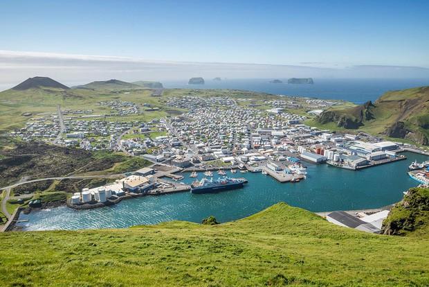 Cả thế giới đang sửng sốt vì tảng đá hình voi khổng lồ ở Iceland quá giống thật, khi chụp flycam từ trên xuống còn sốc hơn! - Ảnh 2.