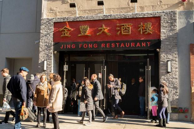 Câu chuyện đằng sau nhà hàng dimsum nổi tiếng nhất nhì New York: Trải qua 3 thế hệ gia tộc, từng suýt phá sản vì bạo động - Ảnh 1.