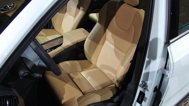 Đấu BMW X5 và Mercedes-Benz GLE, Volvo XC90 2020 giá gần 4 tỷ đồng sắp về Việt Nam - Ảnh 4.