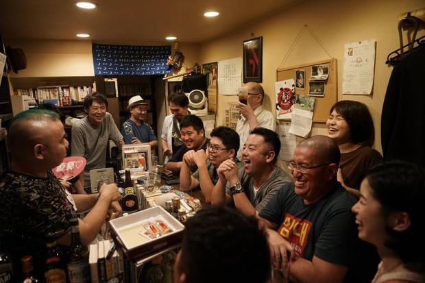 Phố cổ hoàng kim của Tokyo: Nơi 300 nhà hàng cùng nhau trốn thế giới hiện đại, chen chúc trong diện tích bằng nửa sân bóng - Ảnh 2.