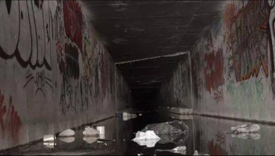 Góc khuất sau Las Vegas hào nhoáng: Cuộc sống chui rúc của cư dân chuột chũi trong đường hầm bẩn thỉu, nhặt thức ăn thừa từ thùng rác - Ảnh 15.