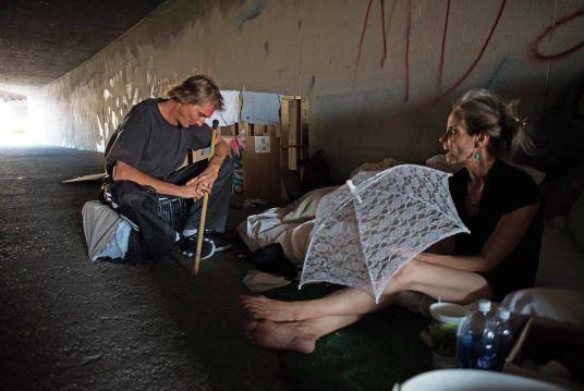 Góc khuất sau Las Vegas hào nhoáng: Cuộc sống chui rúc của cư dân chuột chũi trong đường hầm bẩn thỉu, nhặt thức ăn thừa từ thùng rác - Ảnh 19.