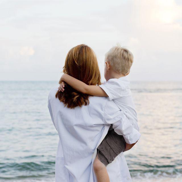 Tâm thư của một người mẹ sinh được một cậu con trai: Là cha mẹ tốt, ngoài việc bạt mạng kiếm tiền để con bớt khổ, hãy chú ý đến sự trưởng thành của chúng - Ảnh 1.
