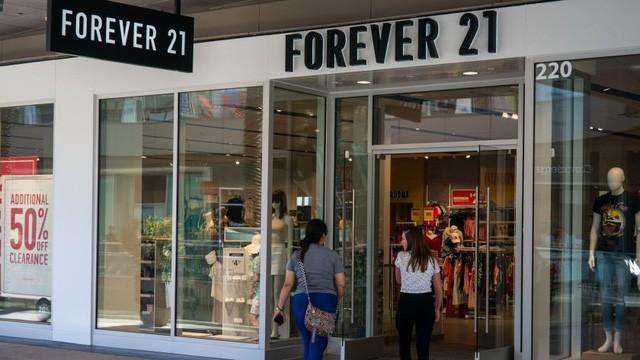 Forever 21: Từ chuỗi bán lẻ 800 cửa hàng đến thương hiệu bên bờ vực phá sản chỉ vì pha loãng chất mãi mãi tuổi 21 khiến giới trẻ quay lưng - Ảnh 1.