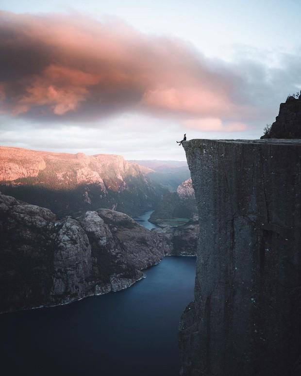 """Sốc: Na Uy """"nhá hàng"""" khách sạn nằm cheo leo trên vách đá cao hơn 600m, cư dân mạng tự hỏi """"ai mà dám ở""""? - Ảnh 4."""