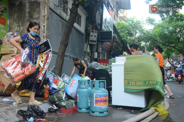Nhiều phóng viên Hà Nội phải đến trung tâm chống độc kiểm tra sức khỏe sau khi tác nghiệp ở đám cháy công ty phích nước Rạng Đông - Ảnh 3.