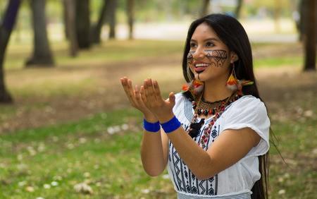Khi chúng ta chật vật đối phó với bệnh tim, người dân ở bộ lạc này sống vui vẻ với những trái tim khỏe mạnh nhất thế giới: Bí quyết tập trung ở 3 thói quen đơn giản - Ảnh 4.