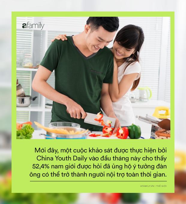 Cuộc đổi ngôi trong quan niệm trụ cột gia đình ở Trung Quốc: Ngày càng nhiều đàn ông chấp nhận ở nhà nội trợ chăm con toàn thời gian cho vợ đi làm - Ảnh 1.