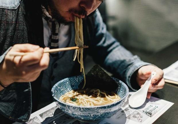 Khi cả thế giới xem thực khách là thượng đế, người Nhật lại có văn hóa ăn uống sao cho... đẹp lòng đầu bếp - Ảnh 3.