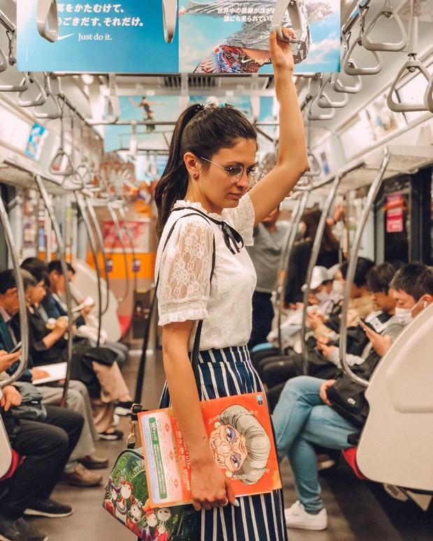 Những điều cấm kị du khách thường mắc phải khi đi tàu điện khiến người Nhật khó chịu, nhiều cái nghe vô lý nhưng lại rất… thuyết phục! - Ảnh 1.