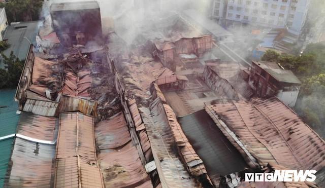 Vụ cháy Công ty Rạng Đông: Chủ tịch UBND TP Hà Nội yêu cầu khẩn trương tẩy độc môi trường - Ảnh 1.