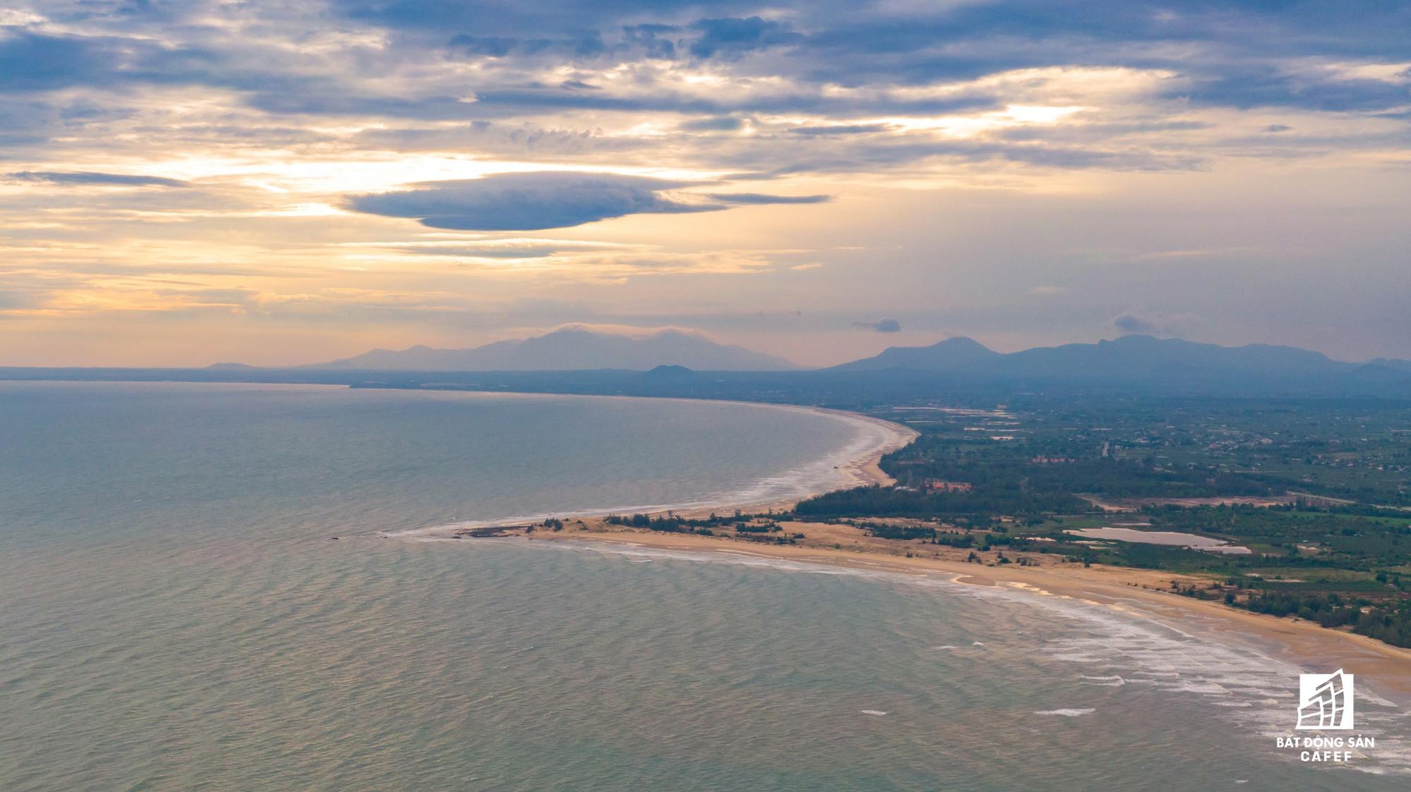 Quy hoạch thành khu du lịch quốc gia, dải ven biển này đang đón dòng vốn hàng tỷ USD, giá đất tăng chóng mặt - Ảnh 20.