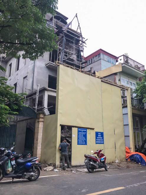 Đổ cho đất vàng tiền tỷ, cao ốc trung tâm Hà Nội xây vượt mặt - Ảnh 3.
