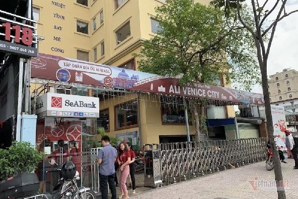 Lãnh đạo Địa ốc Alibaba bị bắt, khách hàng lũ lượt kéo đến công ty đòi tiền - Ảnh 1.