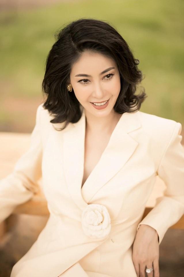 Hoa hậu có xuất thân khủng nhất Việt Nam: Cuộc đời long đong lận đận, trải qua sóng gió mới tìm thấy hạnh phúc - Ảnh 1.