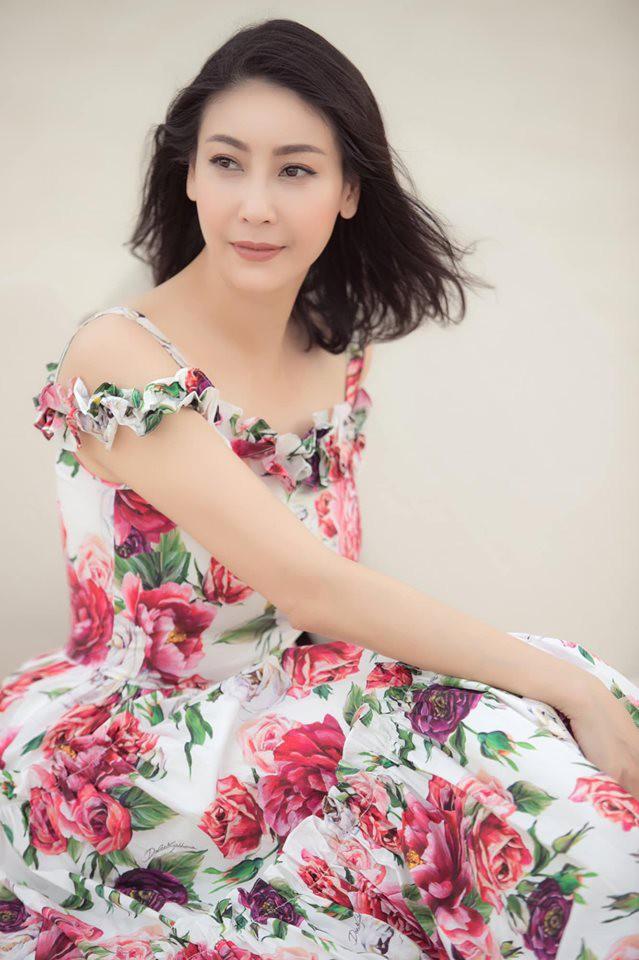 Hoa hậu có xuất thân khủng nhất Việt Nam: Cuộc đời long đong lận đận, trải qua sóng gió mới tìm thấy hạnh phúc - Ảnh 18.