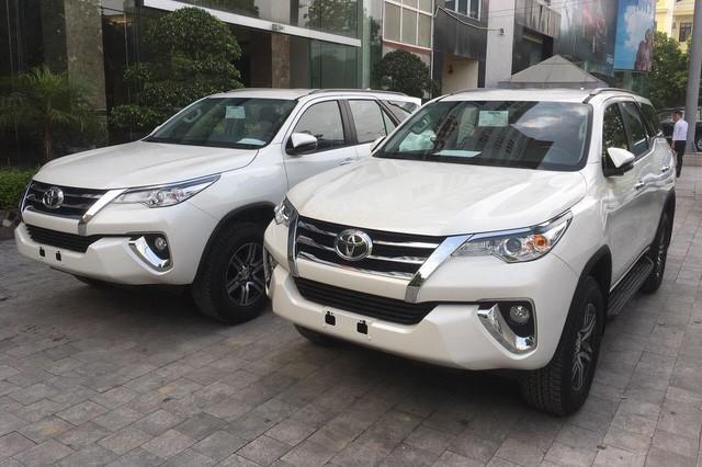 Toyota Fortuner tụt giá cả trăm triệu trước sự bám đuổi của Ford Everest và Hyundai Santa Fe - Ảnh 1.