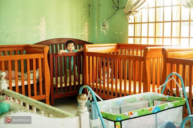 Ông bụt ở Sài Gòn tặng hơn 100 tỷ cho trẻ mồ côi: Nếu đã gọi mấy đứa nhỏ là con thì tiền bạc đừng để trong đầu - Ảnh 1.