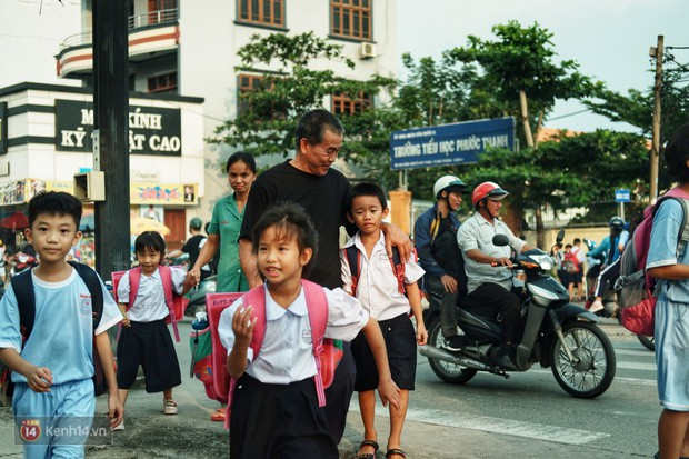 Ông bụt ở Sài Gòn tặng hơn 100 tỷ cho trẻ mồ côi: Nếu đã gọi mấy đứa nhỏ là con thì tiền bạc đừng để trong đầu - Ảnh 9.