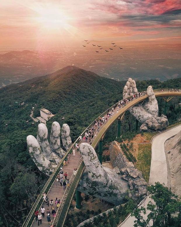 """3 cây cầu lùm xùm nhất Việt Nam 2019: """"Scandal đạo nhái"""" Cầu Vàng Đà Nẵng, sự cố chậm trễ cầu kính Sa Pa còn chưa gây sốc bằng cái tên cuối - Ảnh 2. 3 cây cầu lùm xùm nhất Việt Nam 2019: """"Scandal đạo nhái"""" Cầu Vàng Đà Nẵng, sự cố chậm trễ cầu kính Sa Pa còn chưa gây sốc bằng cái tên cuối 3 cây cầu lùm xùm nhất Việt Nam 2019: """"Scandal đạo nhái"""" Cầu Vàng Đà Nẵng, sự cố chậm trễ cầu kính Sa Pa còn chưa gây sốc bằng cái tên cuối photo 1 1567562147509453376013"""