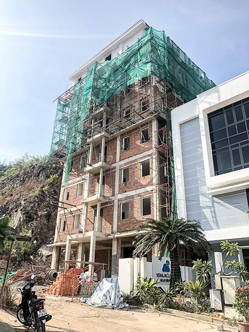 Chính thức cắt ngọn hàng loạt biệt thự xây trái phép ở Nha Trang - Ảnh 1. Chính thức 'cắt ngọn' hàng loạt biệt thự xây trái phép ở Nha Trang Chính thức 'cắt ngọn' hàng loạt biệt thự xây trái phép ở Nha Trang photo 1 15675881628801468324329